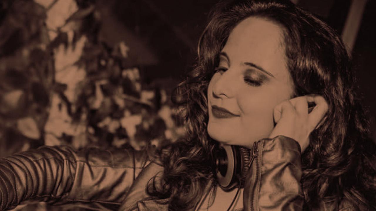 <b>DJ Grazi Flores apresenta: Lacuna Tropical #15</b>